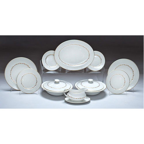 Abalarte subastas vajilla inglesa en porcelana blanca y for Platos porcelana blanca