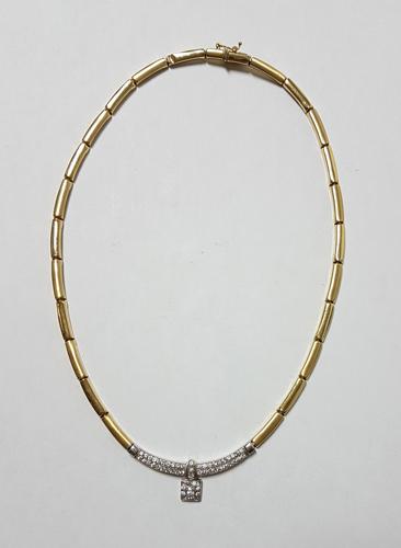 34ea2662fc87 ABALARTE SUBASTAS - Collar semi-rígido en oro amarillo y blanco de ...