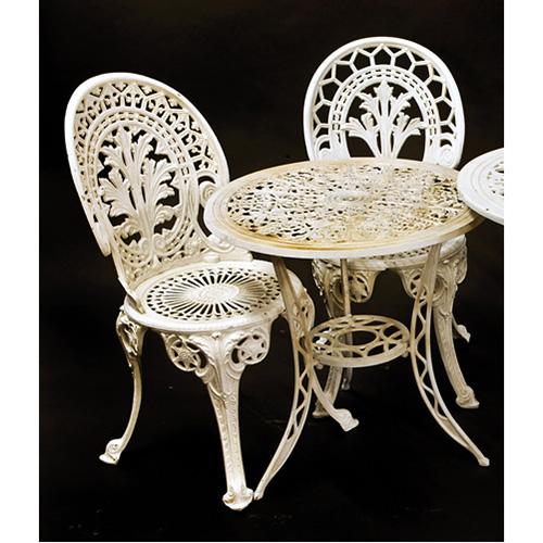 ABALARTE SUBASTAS - Lote formado por mesa y dos sillas de jardín en ...